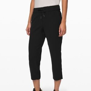 LULULEMON | ON THE FLY CROP (WOVEN)
